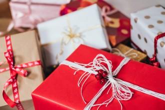 Jak Češi nakupují na Vánoce a jde na  dárcích vůbec ušetřit?